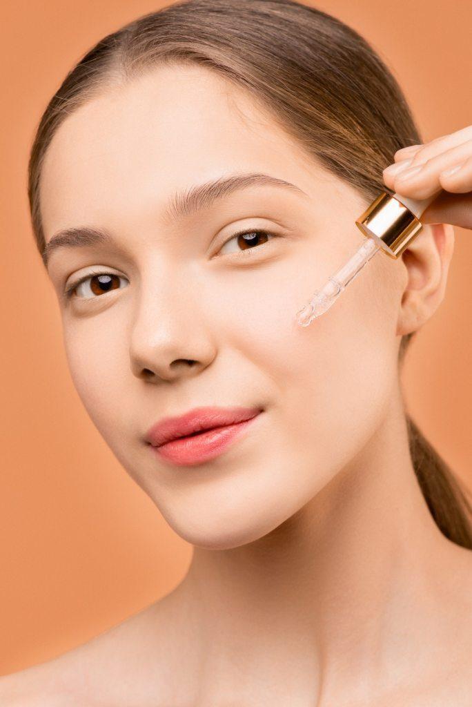 pplying face oil